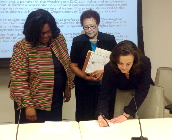 Chair Jacqueline Berrien and Carolyn Lerner, Special Counsel, U.S. Office of Special Counsel, sign renewed Memorandum of Understanding.